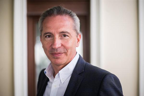Václav Mika šéfoval verejnoprávnej RTVS, pred tým bol generálnym riaditeľom rádia Expres a súkromnej televízie Markíza. Vo vlaňajšej voľbe šéfa RTVS ho porazil Jaroslav Rezník.