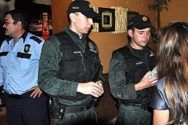 Pri kontrolách mladistvých spolupracuje mestská polícia so štátnou.