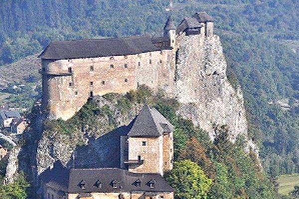 Vysoký stupeň ochrany hradného brala komplikuje prevádzku hradu.