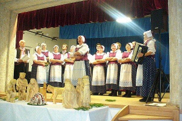 Členov súboru spev baví, k starším sa postupne pripájajú aj mladší.