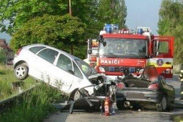 Nehoda skončila tragicky pre 19-ročného vodiča.