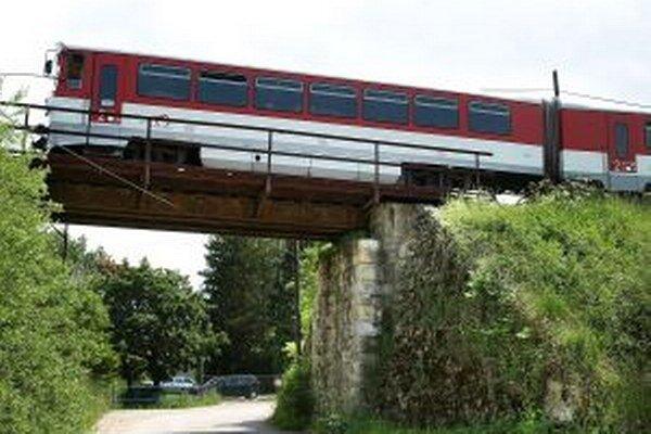 Most nad cestou do trstenského družstva treba zrekonštruovať.