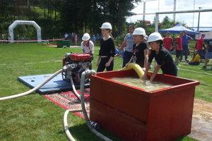 Do súťaže sa zapojili tri dievčenské družstvá.