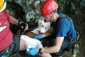 Lezcovi pomohla horská záchranná služba.