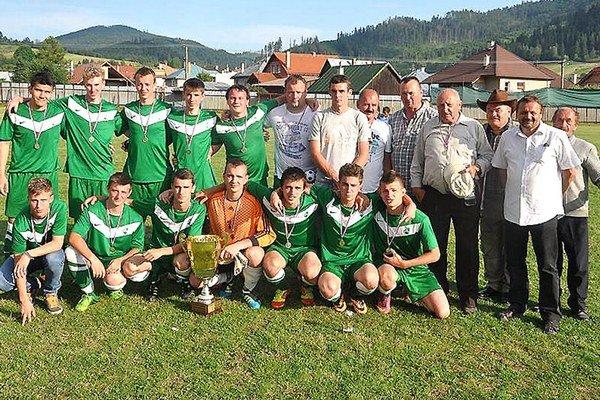 Oravská Polhora aj s víťaznou trofejou.
