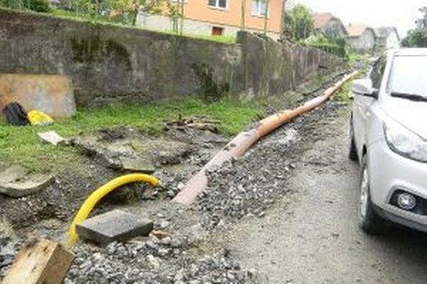 Niektorí ľudia sú presvedčení, že zakrytie potoka spôsobí časté vytápanie ich rodinných domov.