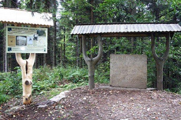 Pamätník na Panskom vrchu kedysi slúžil ako hraničný kameň a bol natretý nabielo.