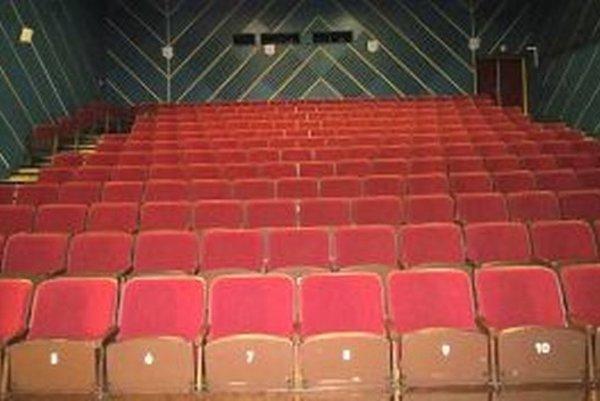 Sála pre viac ako dvesto divákov je už dva roky prázdna.