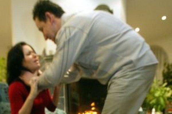 Domácim násilím trpí každá štvrtá žena.