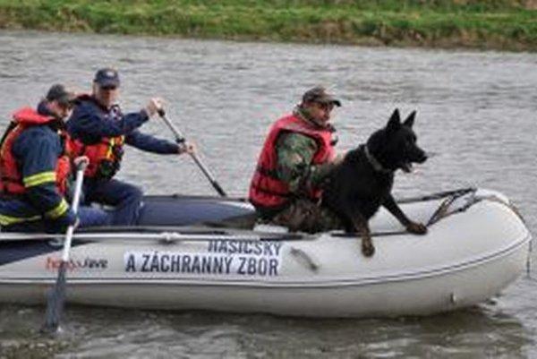 Nezvyčajná posádka na rieke Orava.
