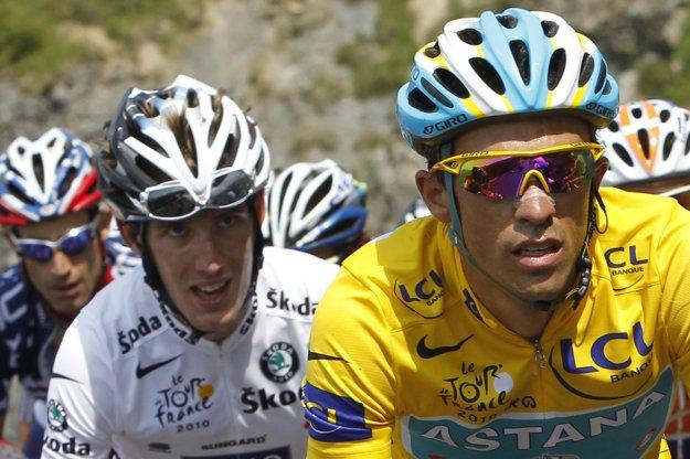 Andy Schleck (vľavo) a Alberto Contador.
