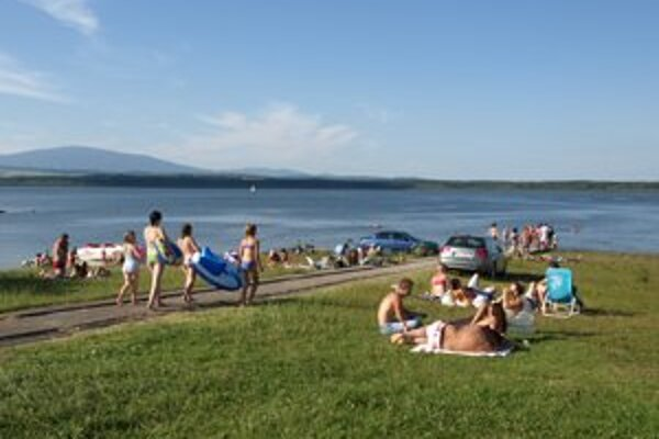 Najväčšiu vodnú nádrž navštívia ročne počas letných horúčav stovky návštevníkov.