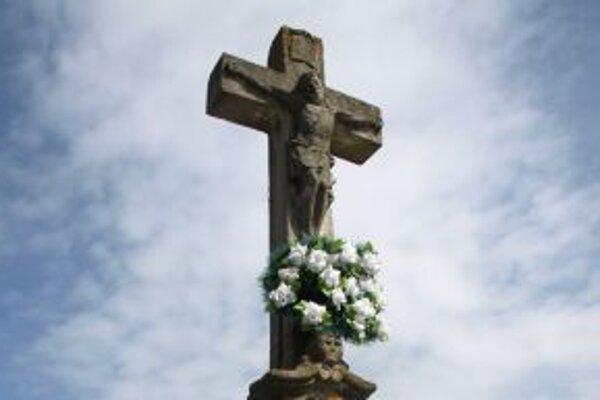 Opravu centrálneho kríža zaplatí obec.