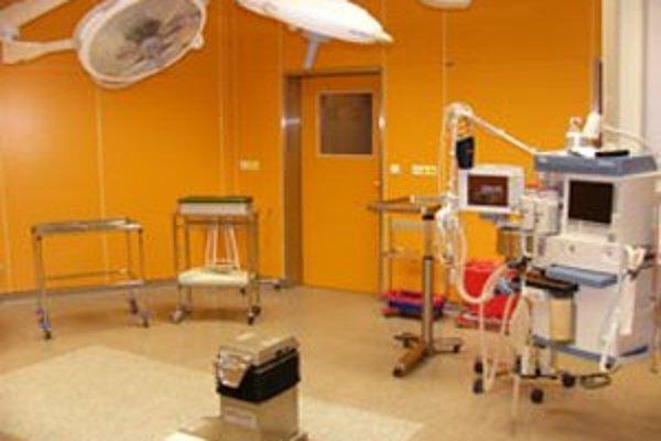 Operačné sály Ústavu pro péči o matku a díte v Prahe - Podolí.