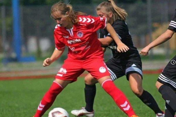 Kristína Kokošková (v červenom) hráva momentálne v Poľsku.