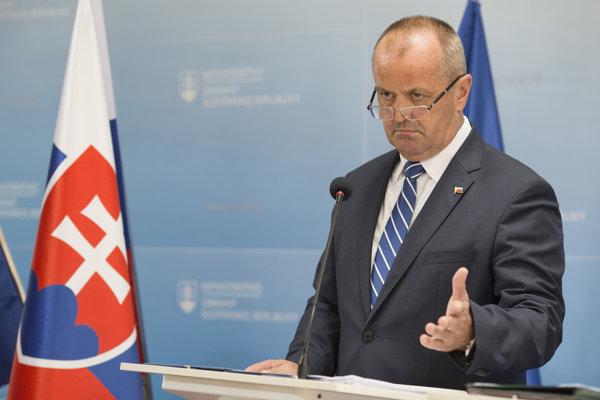 Na snímke minister obrany SR Peter Gajdoš počas tlačovej konferencie.