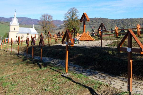 Vojnový cintorín sa v obci nachádza na okraji toho civilného.