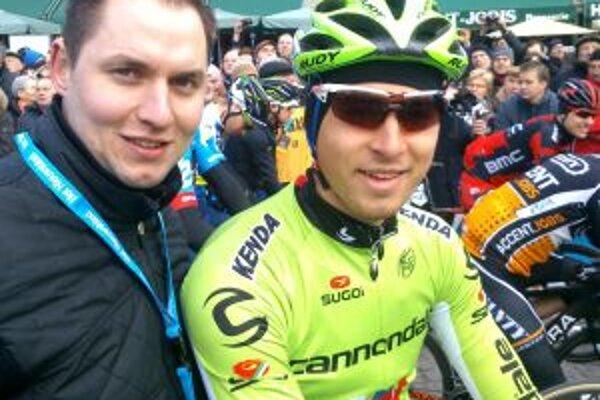 Michal Škvarka na štarte pretekov, po ktorých poradil Saganovi, aby chytil hostesku za zadok.