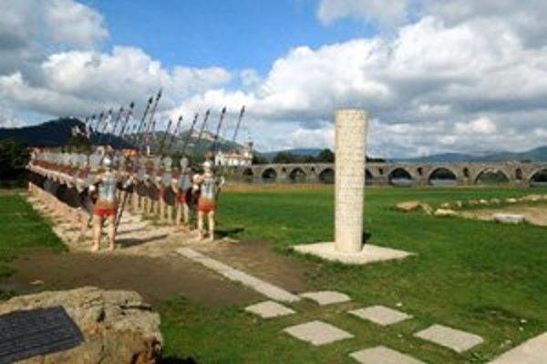 Most cez rieku Rio Lima, v popredí pamätník na rímske vojská.