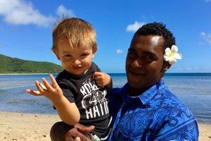 Enzo na Fiji.