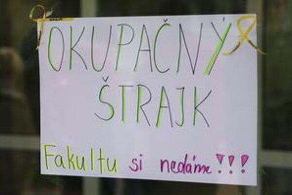 Okupačný štrajk študentov pokračuje.