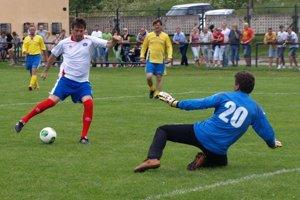 Jozef Kožlej (pri lopte) má stále čuch na góly.