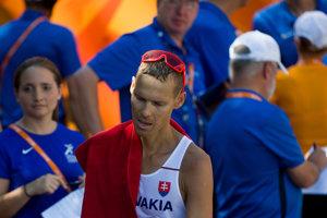 Slovenský chodec Matej Tóth v cieli pretekov v chôdzi mužov na 50 km na ME v atletike v Berlíne.