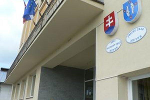 Obecný úrad Nový starosta chce dať urobiť po bývalom vedení obce finančný audit.