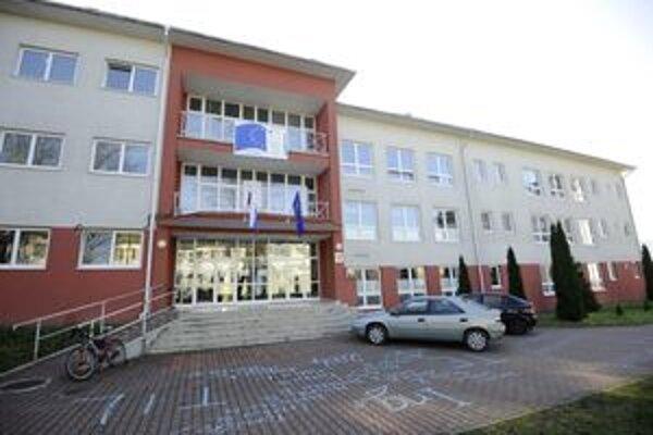 Fakulta by sa mala podľa vyjadrení z rektoriátu predsa len sťahovať do Trenčína.