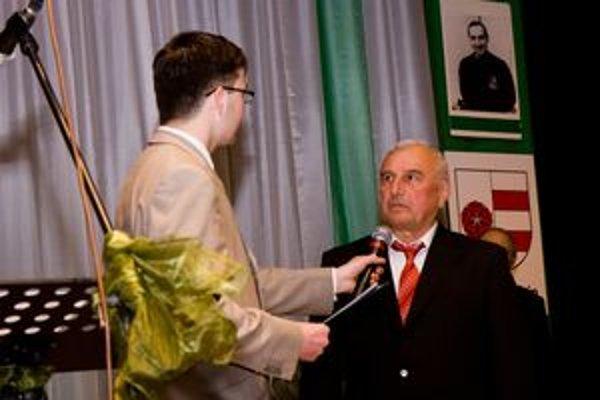 Laureátom Ceny Fair play MUDr. Ivana Chodáka sa stal aj bývalý reprezentačný tréner Jozef Jankech. Spovedá ho moderátor večera Michal Várošík.