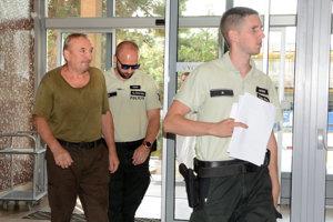 Obvineného Košičana predvádzajú pred sudcu. Bude rozhodovať o väzbe.
