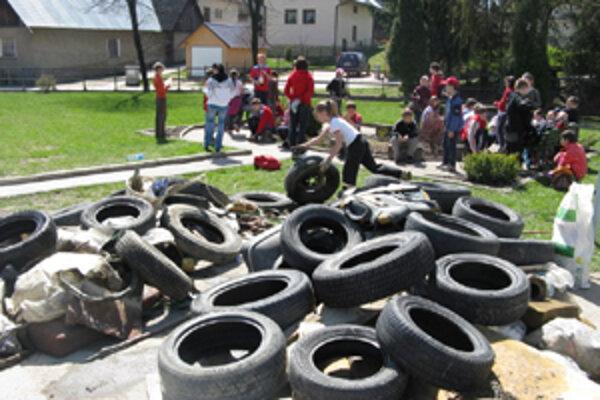 Najviac prekvapili porozhadzované pneumatiky.