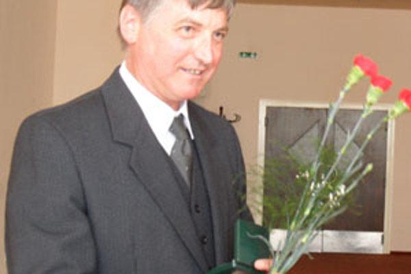 Vladimír Škulec. Stokrát daroval krv. Neprestane, kým zdravie a vek dovolia.