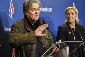 Steve Bannon a Marine Le Penová.