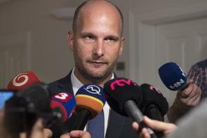 predseda Osobitného kontrolného výboru Národnej rady na kontrolu činnosti SIS Gábor Grendel.