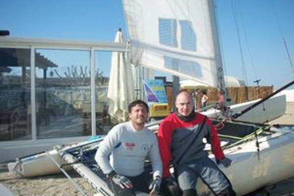 Dvaja odvážlivci. Pavol Dudek z Námestova (vpravo) s Talianom Oscarom Puntirolim