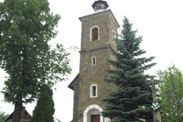 Na mieste súčasnej kaplnky stál kedysi kríž, neskôr menšia kaplica.