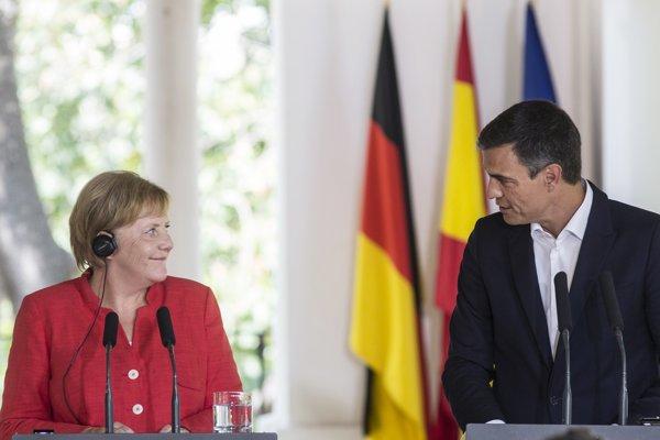 Španielsky premiér Pedro Sánchez a nemecká kancelárka Angela Merkelová.
