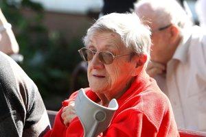 Najzraniteľnejšou skupinou sú predovšetkým seniori, čo podvodníci využívajú.