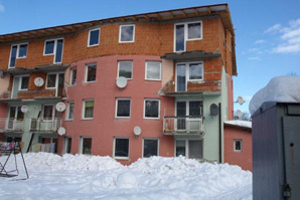 V podkroví bytovky pribudlo osem bytov.