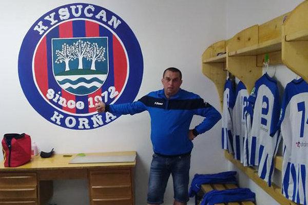 Ján Michalíček v šatni TJ Kysučan Korňa.