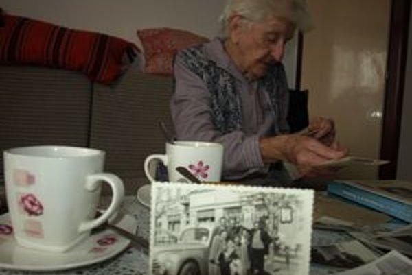 Pani Mária Dilongová strávila celý život prácou v zdravotníctve. Aj dnes si rada pospomína na staré časy.