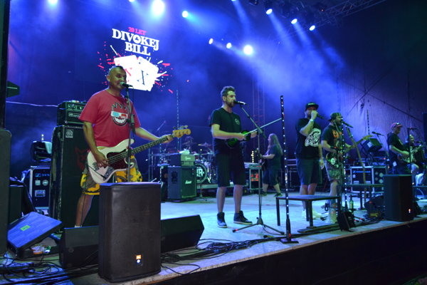 Skupina Divokej Bill počas vystúpenia v Turzovke.