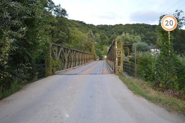 Most do mestskej časti Iliaš.