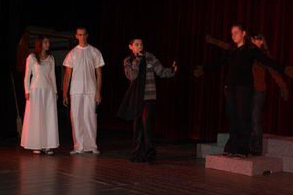 Muzikálové predstavenie nacvičovalo 40 mladých ľudí tkmer celý rok.