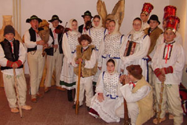 Vianočné tradície sa snažia v dedine udržiavať aj mladí koledníci z Babína a ľudová hudba Goluska z Oravskej Polhory.