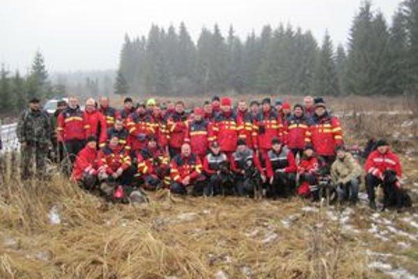 Do utorkovej pátracej akcie sa zapojilo 36 dobrovoľníkov z Orava rescue system a desiatky ďalších dobrovoľníkov z okolia.