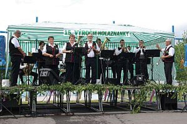 Dychová hudba Hoľazňanka na oslavách.