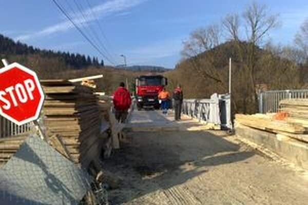Most cez rieku Orava bol v dezolátnom stave. Jeho oprava trvala takmer pol roka.