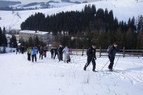 Počasie im prialoPrechodu novotským chotárom sa tento rok zúčastnilo rekordný počet účastníkov.